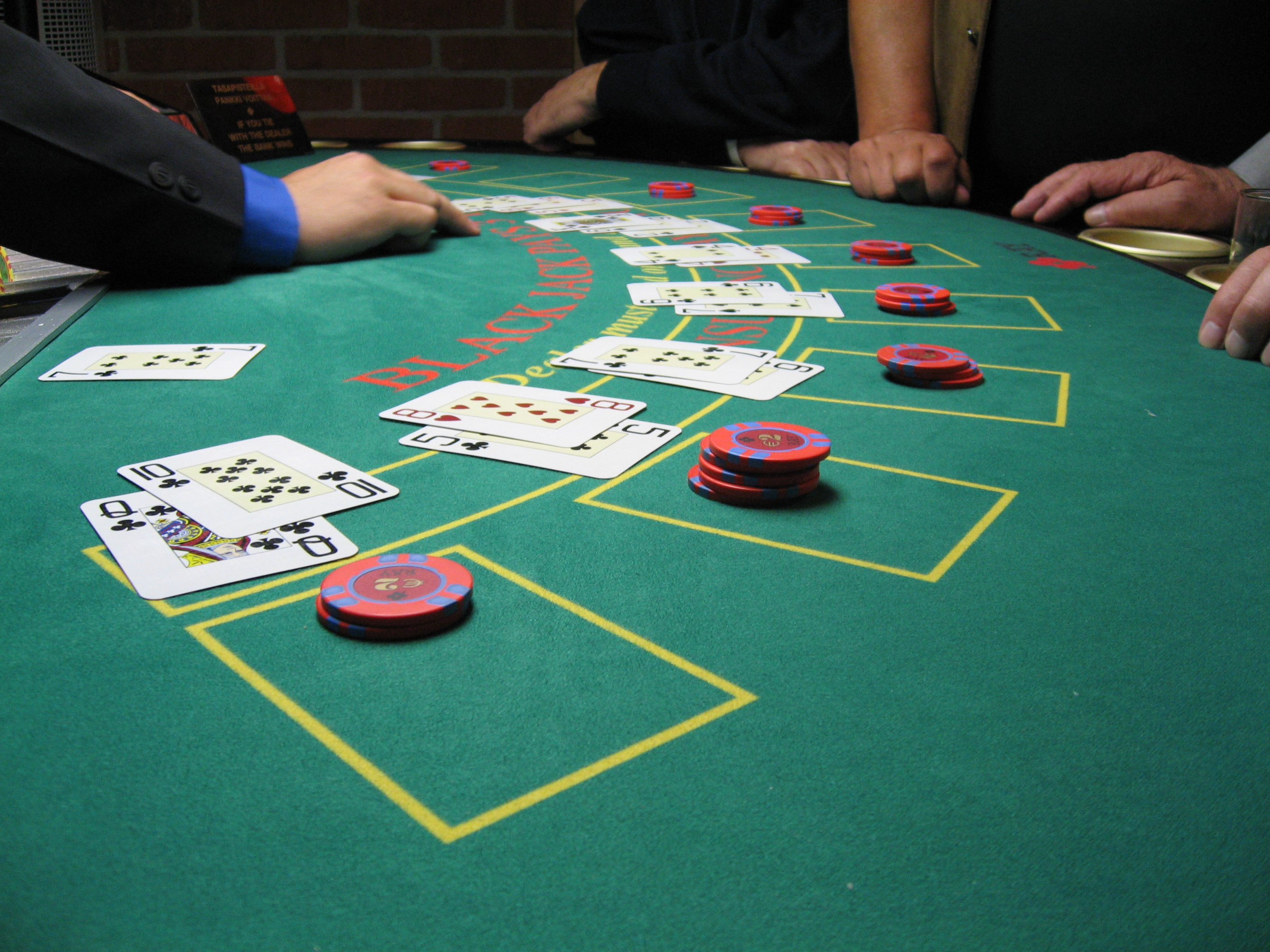 Why Are Online Casinos Such A Hit?